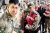 15 Temmuz'da Ankara'da Özel Kuvvetler Komutanlığı'na girmeye çalışan darbeci generallerden...