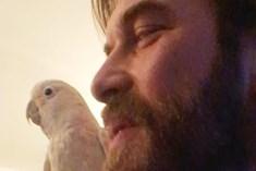 Kıvanç Tatlıtuğ'dan papağanlı video