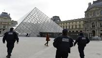 Paris'te silah sesleri yükseldi!