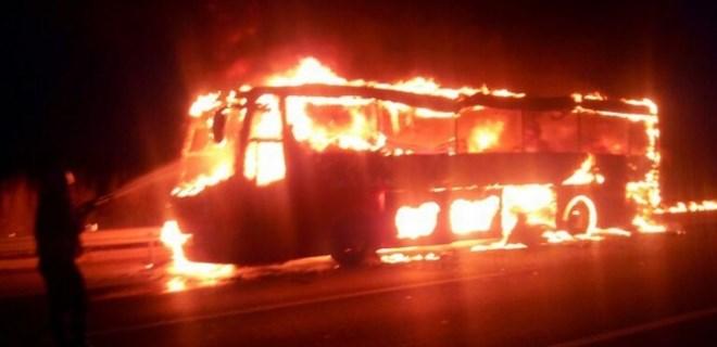 Yolcu otobüsü seyir halindeyken yandı!