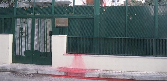 Yunanistan'daki Türk Konsolosluğu'na çirkin saldırı
