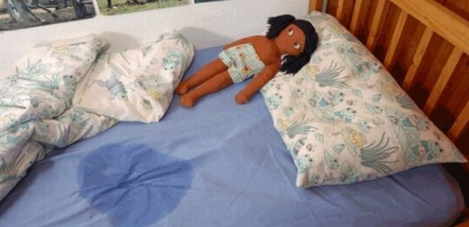 Yatağı ıslattı diye çocuğunu öldürdü!