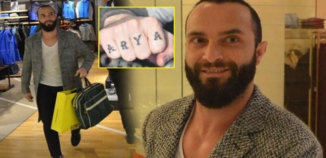 Berkay doğacak kızının adını eline yazdı