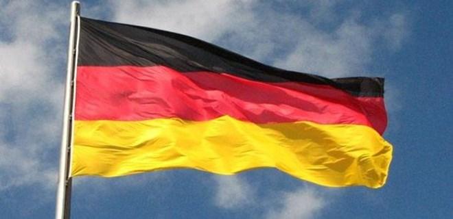 Almanya'dan vatandaşlarına referandum uyarısı