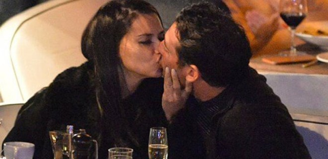 Adriana Lima yeni aşkıyla dudak dudağa