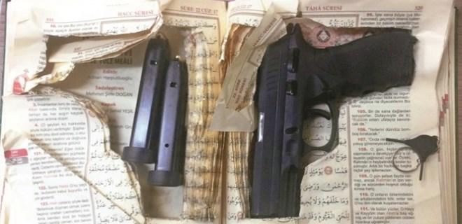 Kur'an-ı Kerim'in içine silah gizlemiş!