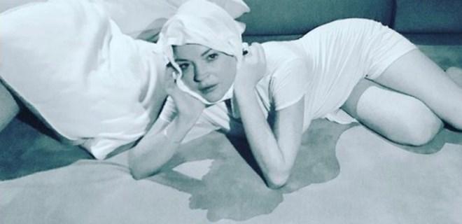 Lindsay Lohan'dan şaşkına çeviren poz!