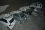 Adana'da çöken istinat duvarı araçları hurdaya çevirdi