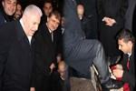 Başbakan ile ayakkabıcı arasında güldüren diyalog