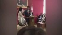 Mersin Baro Başkanı kadın avukatı kürsüden itti