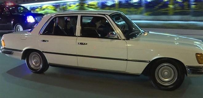 Başbakan etkinliğe klasik otomobil ile gitti