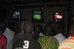 UEFA maçını izleyenlere saldırı!