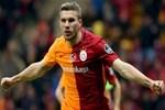 Podolski'den taraftara özür