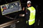 Ehliyetsiz kalan Ayşe özel şoför tuttu