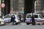 Fransız polisine gerekçesiz arama yetkisi