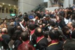 Çağlayan Adliyesi'nde eylem yapan avukatlara polis müdalesi
