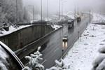 Bolu'da kar yolları kapattı!..