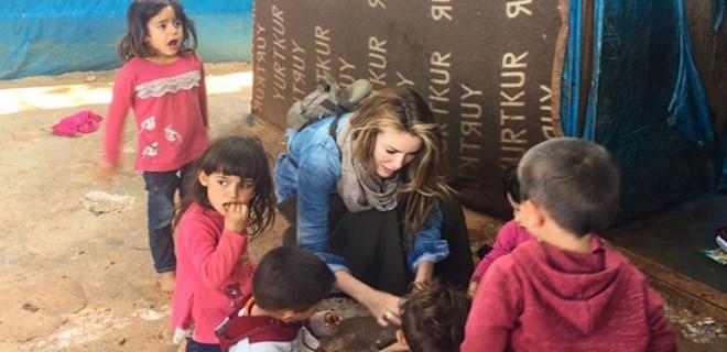 Gamze Özçelik'ten mülteci kampına ziyaret