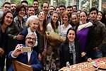 Aslı Enver doğum gününü set arkadaşlarıyla kutladı
