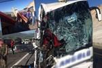Yolcu otobüsü TIR'a çarptı!..