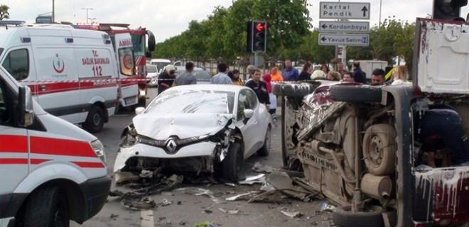 Kartal Sahil yolunda feci trafik kazası!