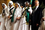 Donald Trump kılıç kuşandı