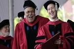 Zuckerberg diplomasına kavuştu