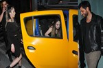 Ekin Mert Daymaz üç güzeli taksiye bindirdi