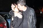 Ünlü fotoğrafçı ve sevgilisinden öpücük şov