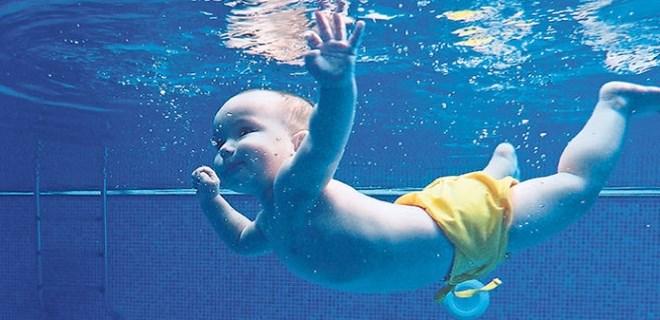 Doğuştan yüzücü bebekler!