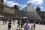 Louvre Müzesi tahliye edildi