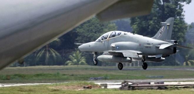 Malezya'da askeri uçak radardan kayboldu