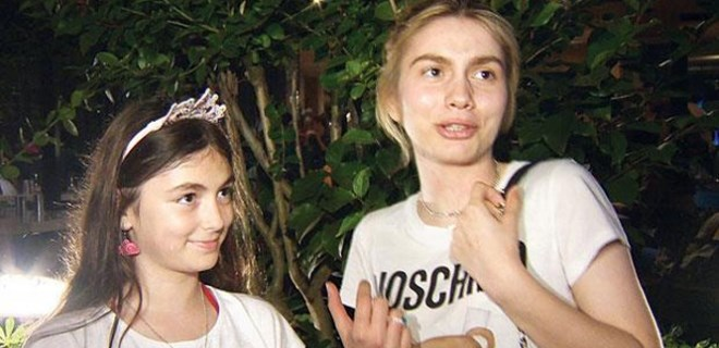 Aleyna Tilki kız kardeşiyle görüntülendi