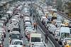 İstanbul'da Ramazan Bayramı tatili nedeniyle şehir dışına çıkmak isteyenler trafiğin yoğunlaşmasına...