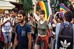 Polis LGBTİ'yi yürütmedi