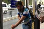 Metrobüs durağında tinerci dehşeti!...