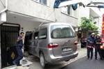 Sancaktepe'de minibüs eve girdi!
