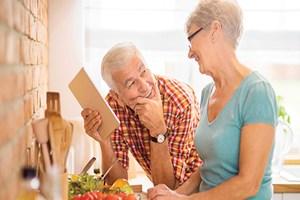 Alzheimer'dan korunmak için sağlıklı beslenin