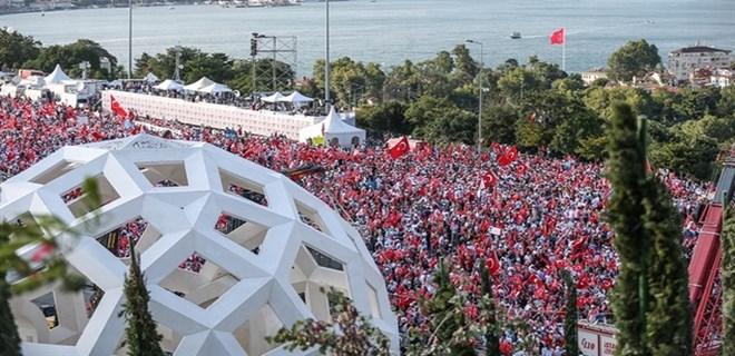 Yüz binler Şehitler Köprüsü'ne akın etti