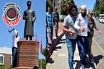 Atatürk büstüne böyle saldırdı!