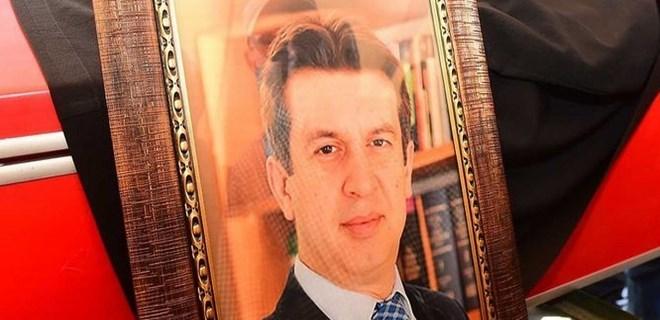 Sevenleri avukat Özgür Aksoy'a ağlıyor