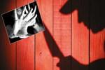 Eşini taciz eden çocukluk arkadaşını bıçakladı!