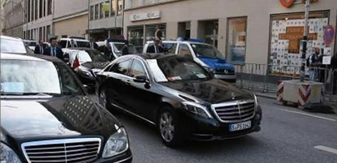 Erdoğan'ın konvoyu Hamburg'da 10 dakika bekletildi!