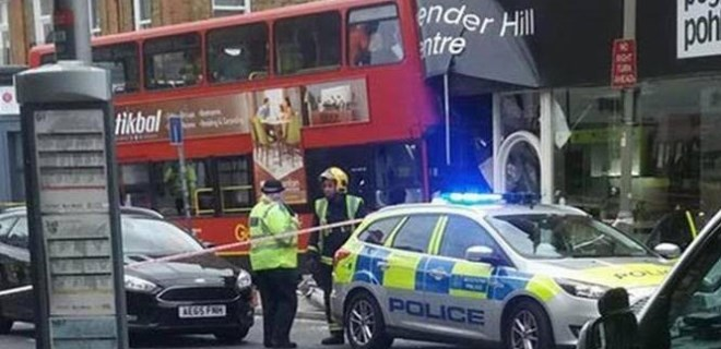 Londra'da çift katlı otobüs dehşeti!