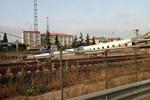 Sondaj makinesi hızlı tren yoluna devrildi!