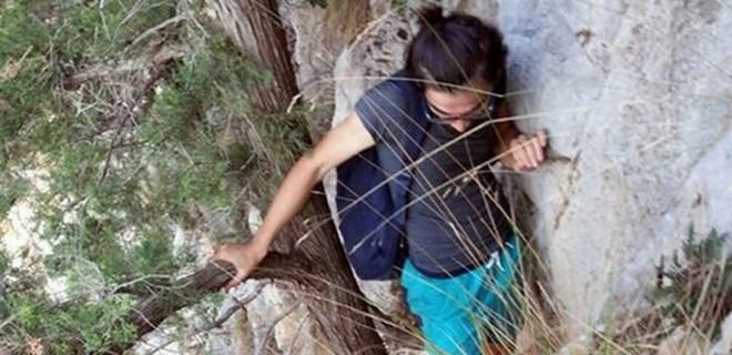 Kayalıklarda mahsur kalan genç için seferber oldular!