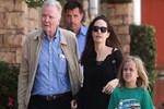 Angelina Jolie babasından akıl aldı