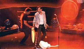 Kenan Doğulu konserinde yine bir düşme olayı yaşandı!