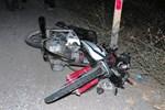 Gençlerin tek motorda 3 kişilik gezisi ölüm getirdi!