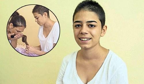 Saçlarını kanser hastası çocuklar için saklıyor
